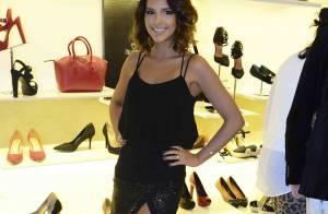 Mariana Rios escolhe saia curta com fenda e exibe look sensual em coquetel em SP