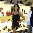 Mariana Rios usa saia curta com fenda e exibe look sensual em coquetel em São Paulo