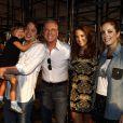 Roberto Justus e Ticiane Pinheiro posam com a filha, Rafaella, e os filhos do empresário, Fabiana Justus e Ricky Justus