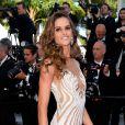 Izabel Goulart escolheu um vestido em tom nude e com transparência do estilista libanês Zuhair Murad para a première do filme 'Youth', no Festival de Cannes