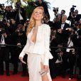 A modelo tcheca Petra Nemcova optou por modelito fendado de Zuhair Murad para o 8º dia do Festival de Cannes