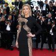 A modelo polonesa Anja Rubik escolheu um vestido da grife Versace para  o 8º dia do Festival de Cannes