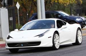 Justin Bieber leva Selena Gomez em casa de Ferrari após passarem noite juntos