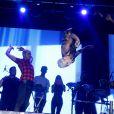 MC Gui durante o salto em show na madrugada deste domingo, 31 de maio de 2015