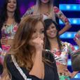 Carol Nakamura faz gesto de 'boca fechada' após pergunta de Fausto Silva