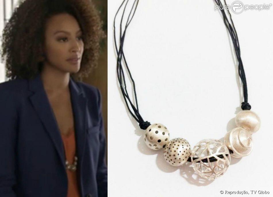 Para compor o look, Paula usou o colar Kikun em prata 950 da grife Ana Zulma, vendido por R$ 490,00