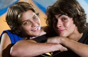 Isabella Santoni e Rafael Vitti mantêm namoro e são vistos juntos em bar do Rio