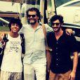 Diretor da série 'Dois Irmãos', da Globo, Luiz Fernando Carvalho posa com equipe da trama no Facebook