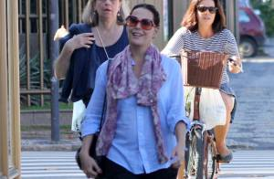Carolina Ferraz aposta em look soltinho em passeio após nascimento de Isabel