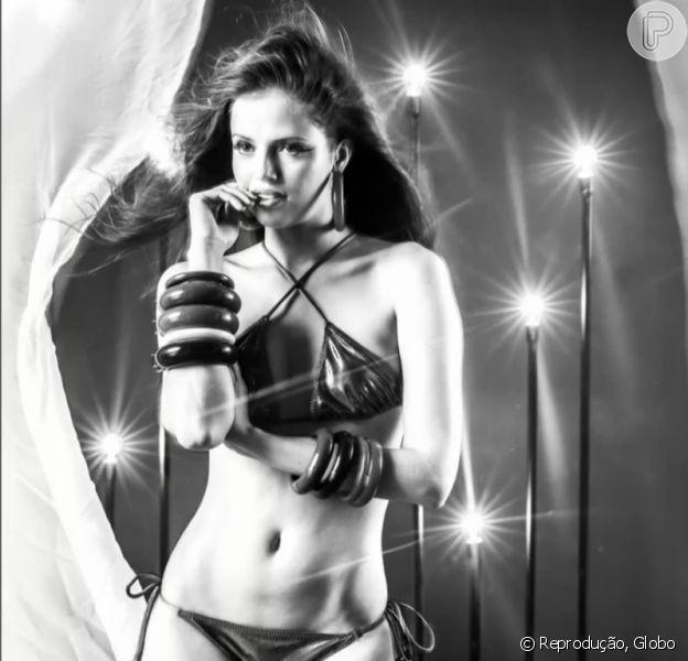 Agatha Moreira apareceu de biquíni e lingerie em cenas da novela 'Verdades Secretas' que foram ao ar nesta quinta-feira, 25 de junho de 2015