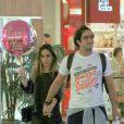 Tatá Werneck passeia em shopping com o namorado, Renato Góes