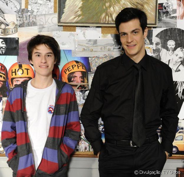 Félix (Mateus Solano) chama o pai, César (Antonio Fagundes), para conversar sobre sexo com o filho, Jonathan (Thalles Cabral), em 'Amor à Vida'