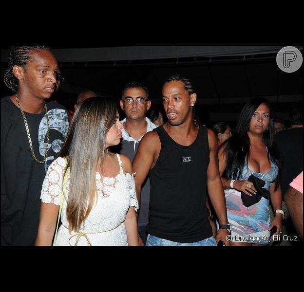 Ronaldinho Gaúcho curte show em Salvador com tranças, em foto de 6 de dezembro de 2012