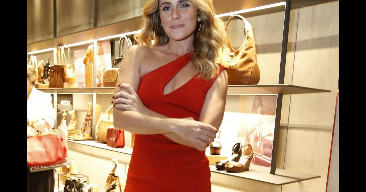 75237da57 Famosas apostam em vestidos vermelhos. Veja fotos e inspire-se nos looks! -  Purepeople
