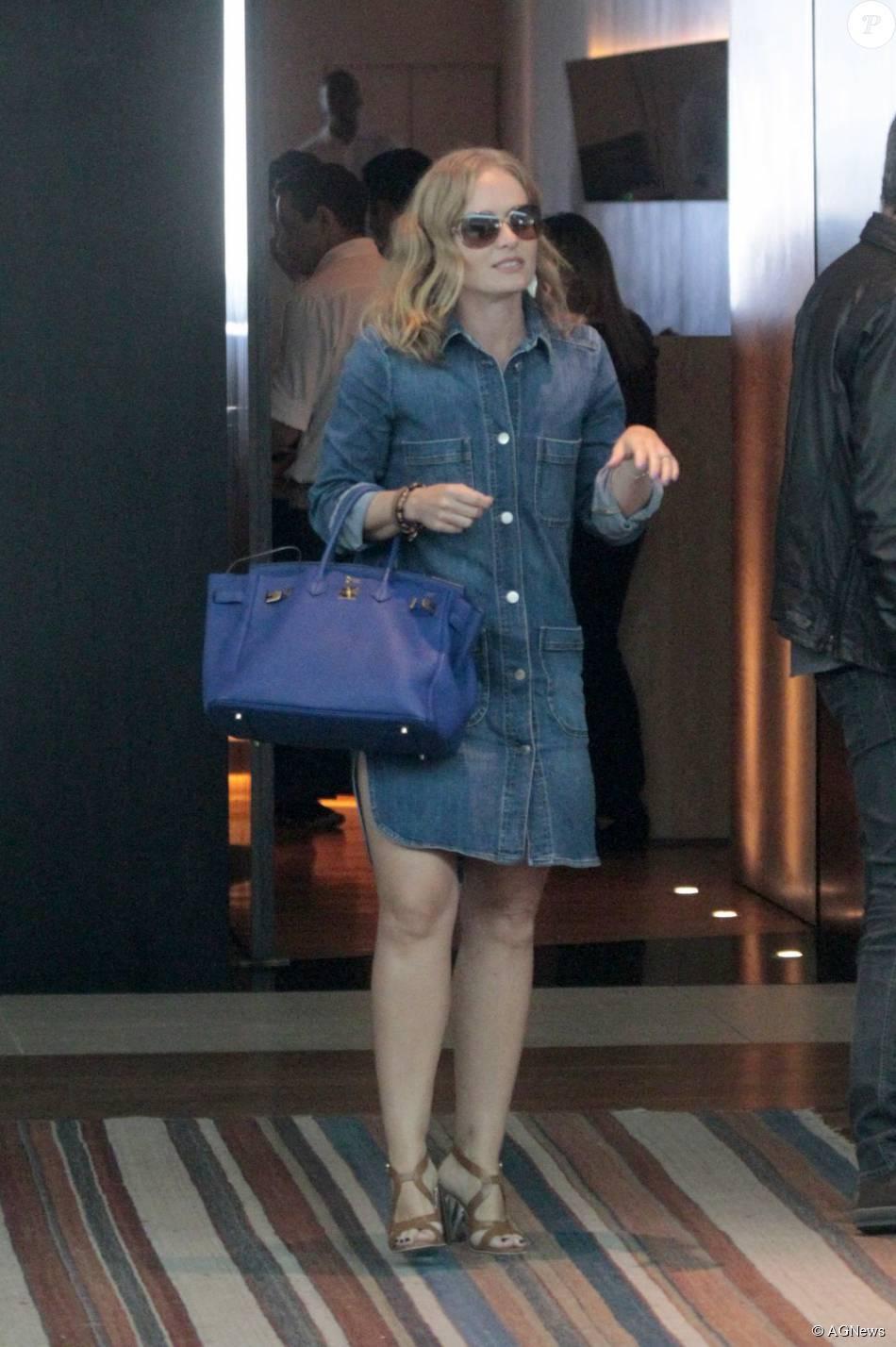 695cd1ca979 Angélica volta a usar bolsa de R  50 mil da grife francesa Hermès ...