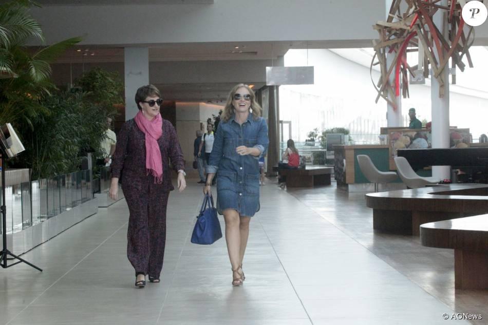 Angélica almoçou com o diretor do seu programa, Jorge Espírto Santo, e o diretor devariedades da Globo, Ricardo Waddington, no Shopping Village Mall nesta sexta-feira, 07 de agosto de 2015