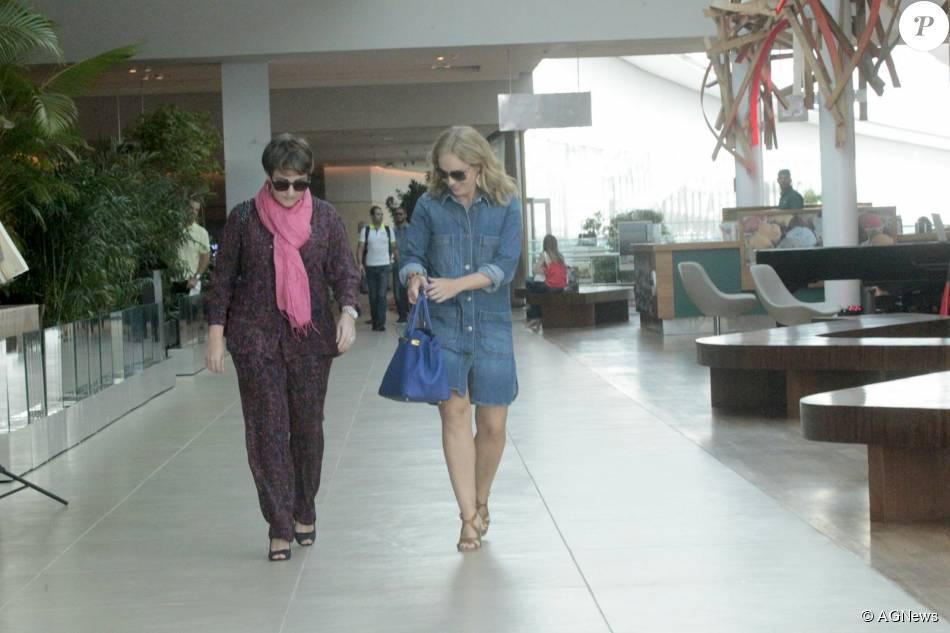 Angélica almoçou com o diretor do seu programa, Jorge Espírto Santo, e o diretor de variedades, Ricardo Waddington, no Shopping Village Mall nesta sexta-feira, 07 de agosto de 2015