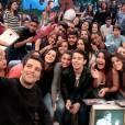 Bruno Gagliasso foi simpático e fez selfie com a plateia do 'Altas Horas'