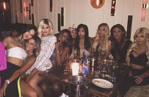 Kylie Jenner comemora 18 anos em família e ganha Ferrari de R$ 1 milhão