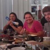 Maurício Destri e Bruna Marquezine passam o Dia dos Pais na casa da atriz