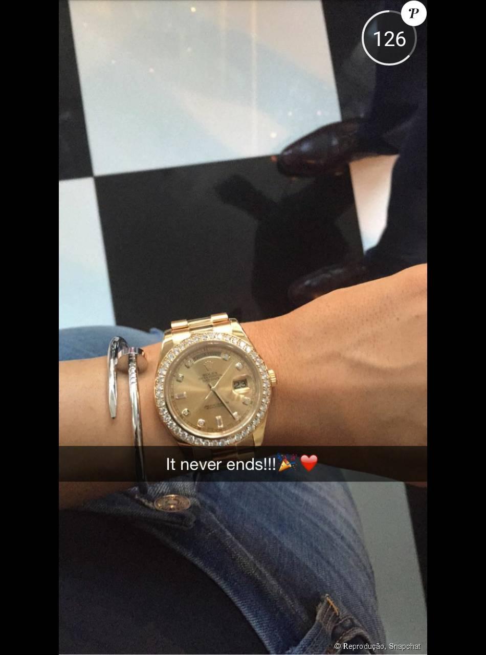01c8d58f3ba Kylie Jenner usou relógio rolex de R  100 mil em sua formatura ...