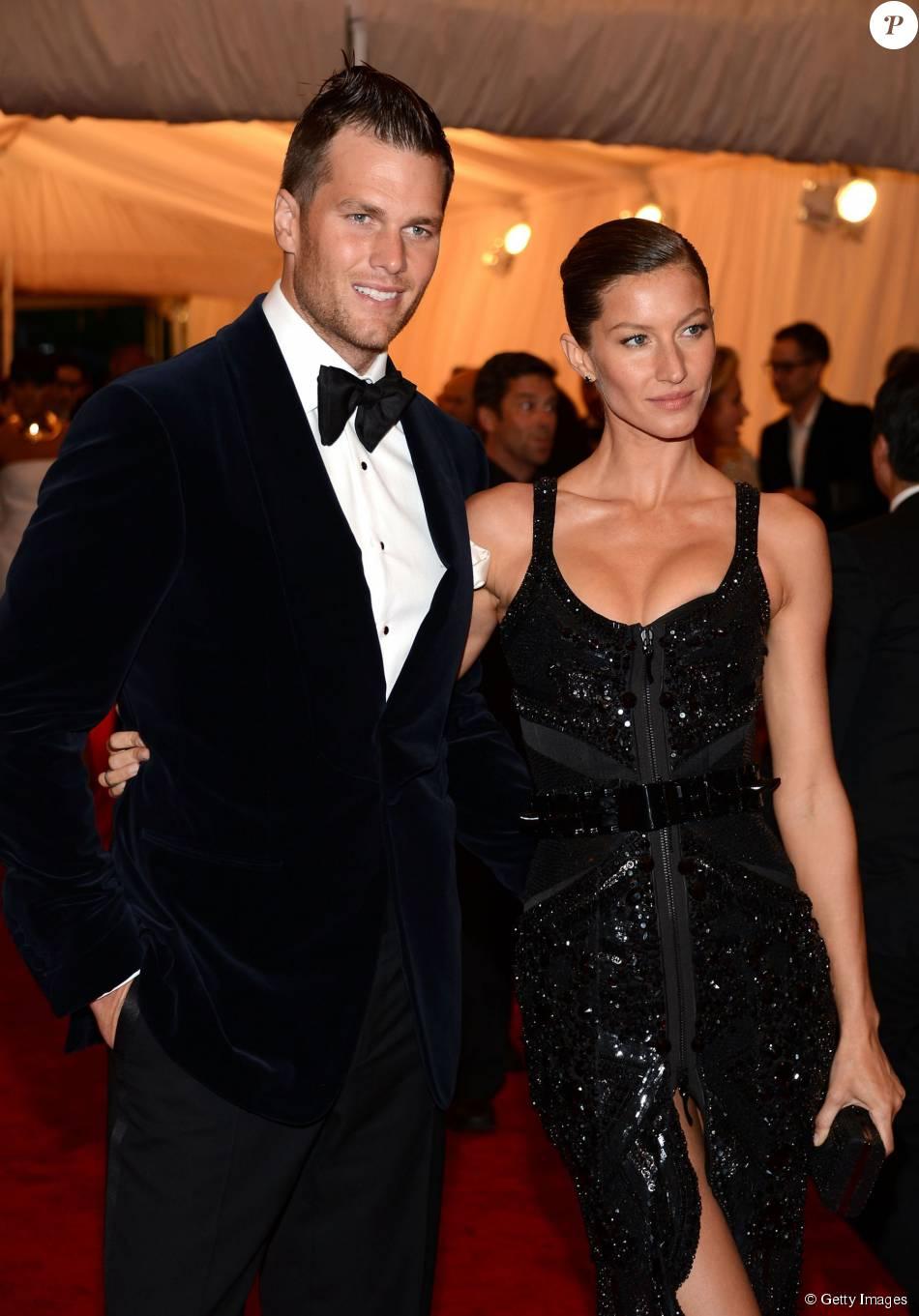 """Gisele estava no mesmo jatinho que Tom Brady e Ben Affleck. Seu marido teria levado a babá a pedido do ator e também teria feito a foto da moça com seus anéis, segundo inforama o site """"Ego"""", nesta quinta, 13 de agosto de 2015"""