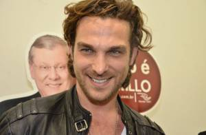 Igor Rickli, o Alberto de 'Flor do Caribe', causa alvoroço de fãs em evento