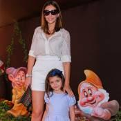 Recém-separada de Kaká, Carol Celico vai à festa da filha de Mirella Santos