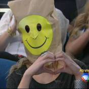Xuxa faz protesto contra veto da TV Globo e exibe convidados com o rosto coberto