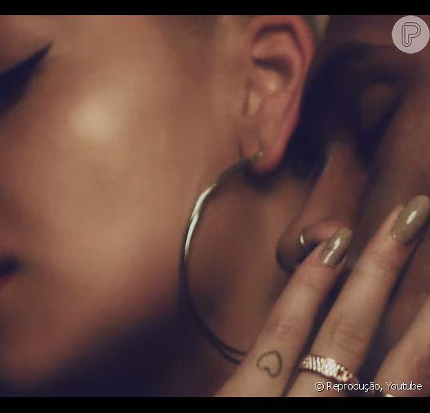 Rita Ora e Chris Brown: no clipe 'Body On Me', cantora mostra semelhança com Rihanna, ex-namorada de Chris