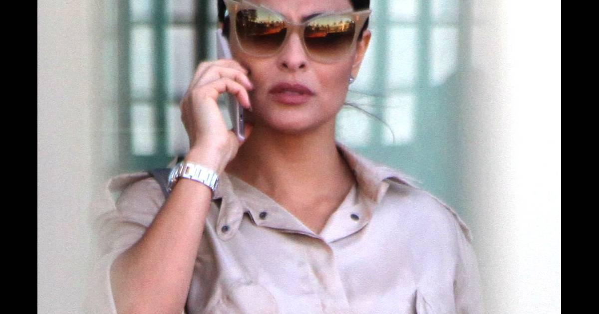 35d65ce6a237c Juliana Paes grava  Totalmente Demais  com óculos banhado a ouro de R   1.800 - Purepeople