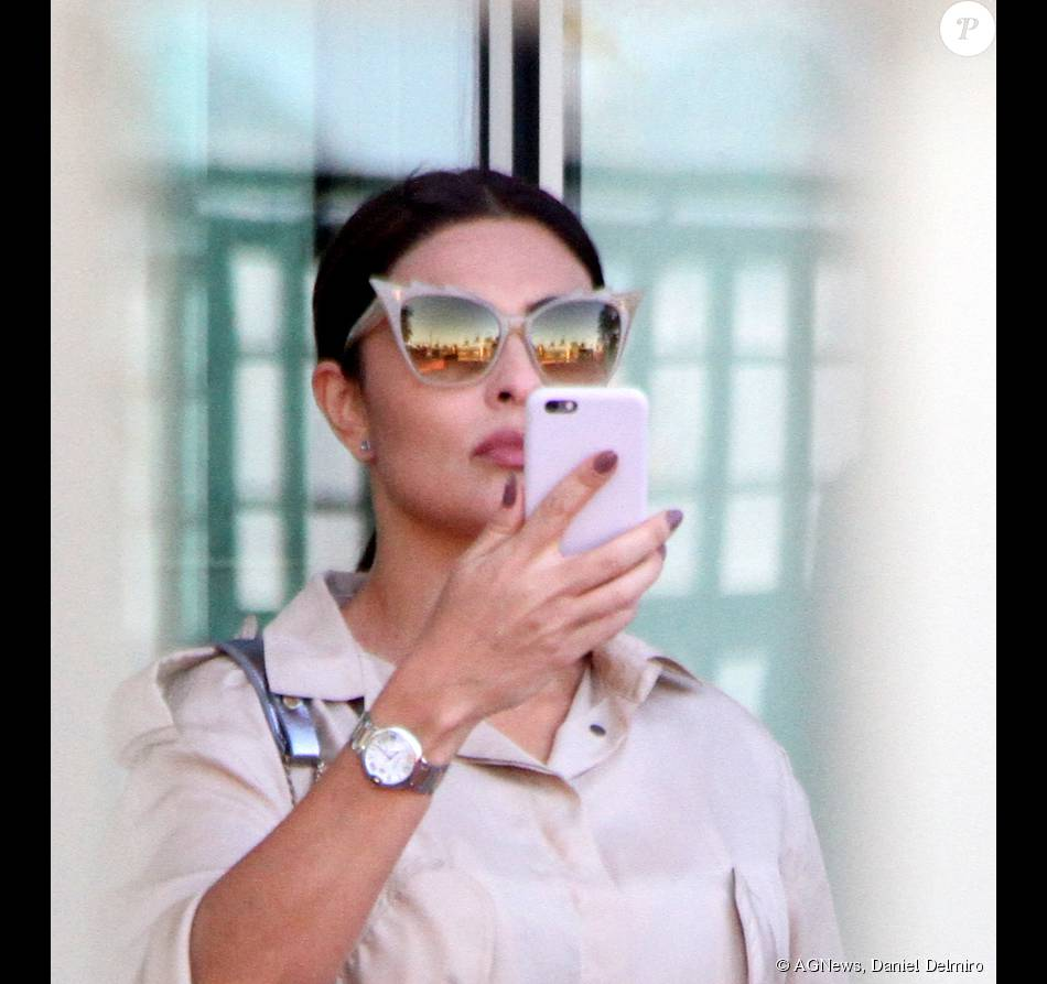 O óculos da marca Dita foi desenvolvido pela grife da modelo e dançarina  Dita Von Teese e não é possível encontrar à venda no Brasil 103e5639dc