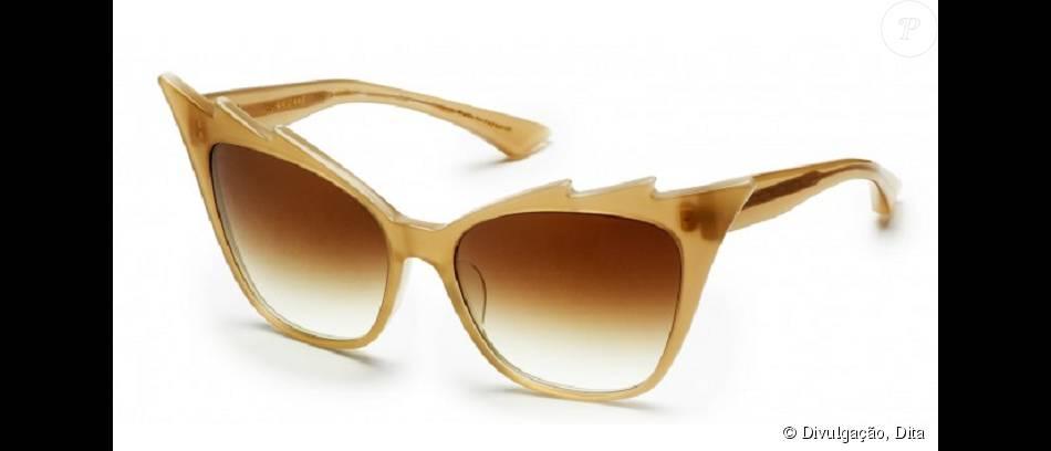 A grife Dita é norte-americana e famosa entre as socialites, como Paris Hilton. O modelo Hurricane é banhado a ouro e pode ser encontrado em site internacionais de compra. Em real, o acessório sai em torno de R$ 1.800
