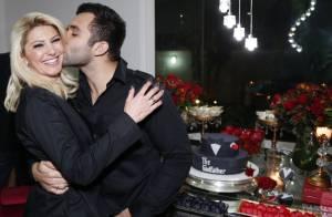 Antonia Fontenelle ganha beijo de Jonathan Costa no aniversário do futuro marido