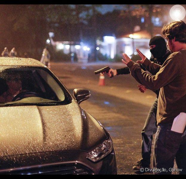 Otávio (Herson Capri) fica sob a mira de bandido contratado por Osvaldo (Werner Schünemann), em cenas da novela 'Babilônia', gravadas na noite desta quinta-feira, 20 de agosto de 2015