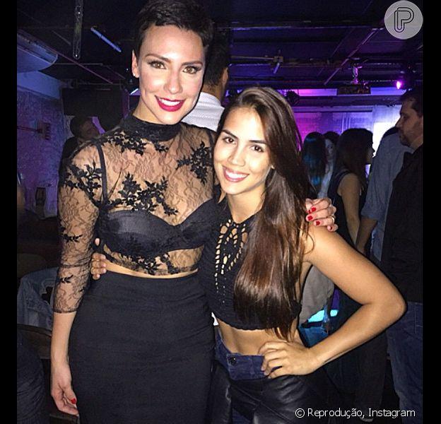 Camila Rodrigues festejou seus 32 anos ao lado de colegas da novela 'Os Dez Mandamentos', como Pérola Faria