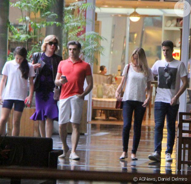 Claudia Raia, Jarbas Homem de Melo e Enzo Celulari passearam no Fashion Mall, shopping do Rio, nesta quarta-feira, dia 26 de agosto de 2015