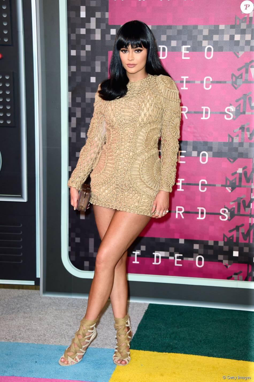 Kylie Jenner usou vestido de crochê Balmain no VMA 2015, neste domingo, 30 de agosto de 2015
