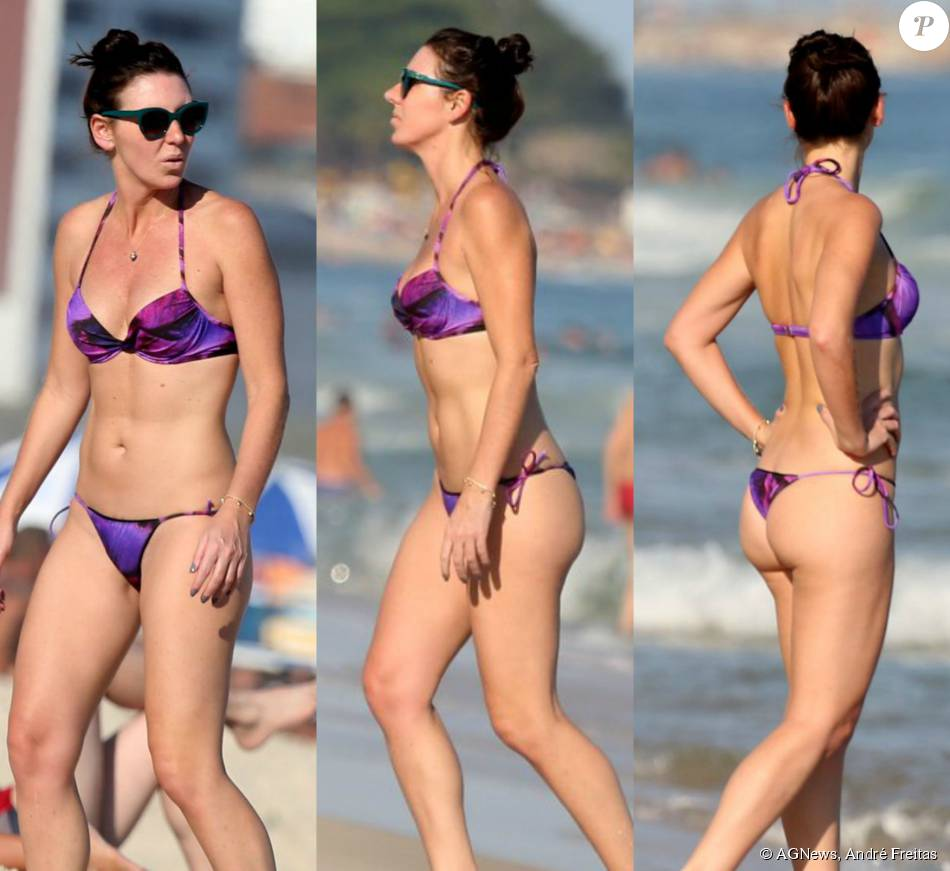 Glenda Kozlowski esbanjou boa forma durante passeio na praia de Ipanema no Rio de Janeiro, nesta segunda-feira, dia 31 de agosto de 2015