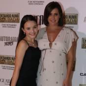 Grávida, Deborah Secco posa com Larissa Manoela em pré-estreia de filme em SP