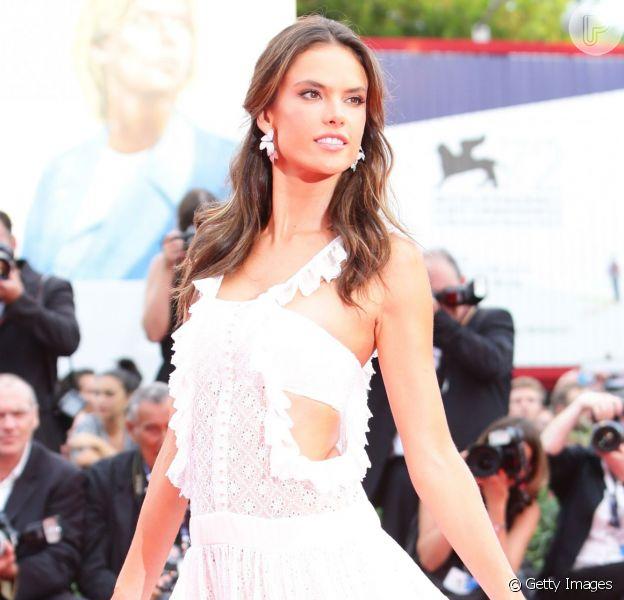 Alessandra Ambrósio prestigia a première do filme 'Evereste', no primeiro dia da 72ª edição do Festival de Veneza, nesta quarta-feira, 2 de setembro de 2015