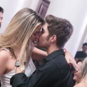 Ex-'Malhação' Rafael Vitti troca beijos com loira em festa no Rio