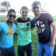 Amigos de Neymar tietam Messi, jogador do time em que Neymar faz parte, Barcelona