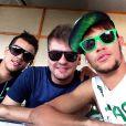 Neymar leva os amigos para passar um tempo em Barcelona, na Espanha, e curtir sua nova casa