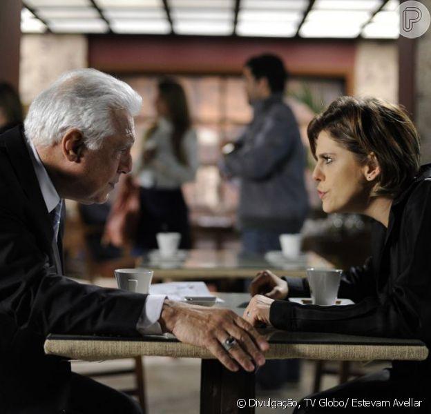 Edith (Bárbara Paz) revela que Jonathan (Thalles Cabral) é filho de César (Antonio Fagundes) e não de Félix (Mateus Solano), em 'Amor à Vida', em 3 de agosto de 2013
