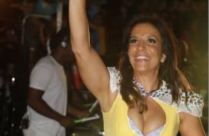 Ivete Sangalo usa look decotado e esbanja boa forma em show