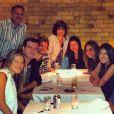 Antonia Morais comemora o aniversário de 21 anos com os pais, Glória Pires e Orlando Morais, e amigos, em 7 de agosto de 2013