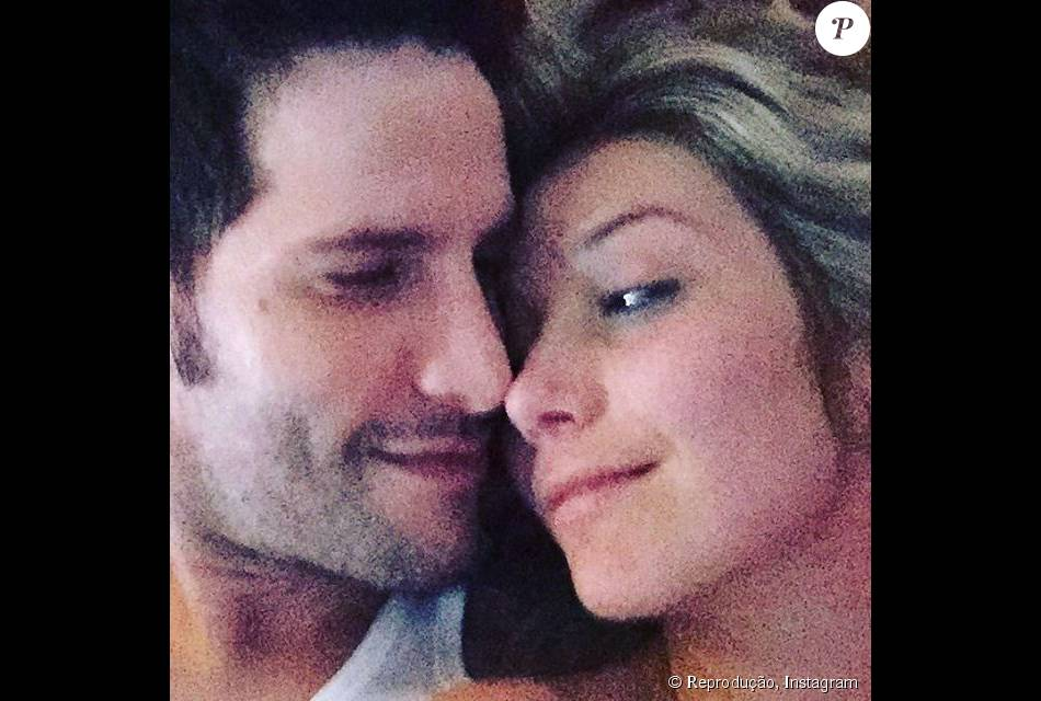 Luiza Possi confirmou seu namorado com o diretor de novelas Thiago Teitelroit. 'Estamos juntos há quase quatro meses e estou muito feliz', afirmou para a coluna 'Retratos da Vida', do jornal 'Extra', nesta sexta-feira, 6 de novembro de 2015
