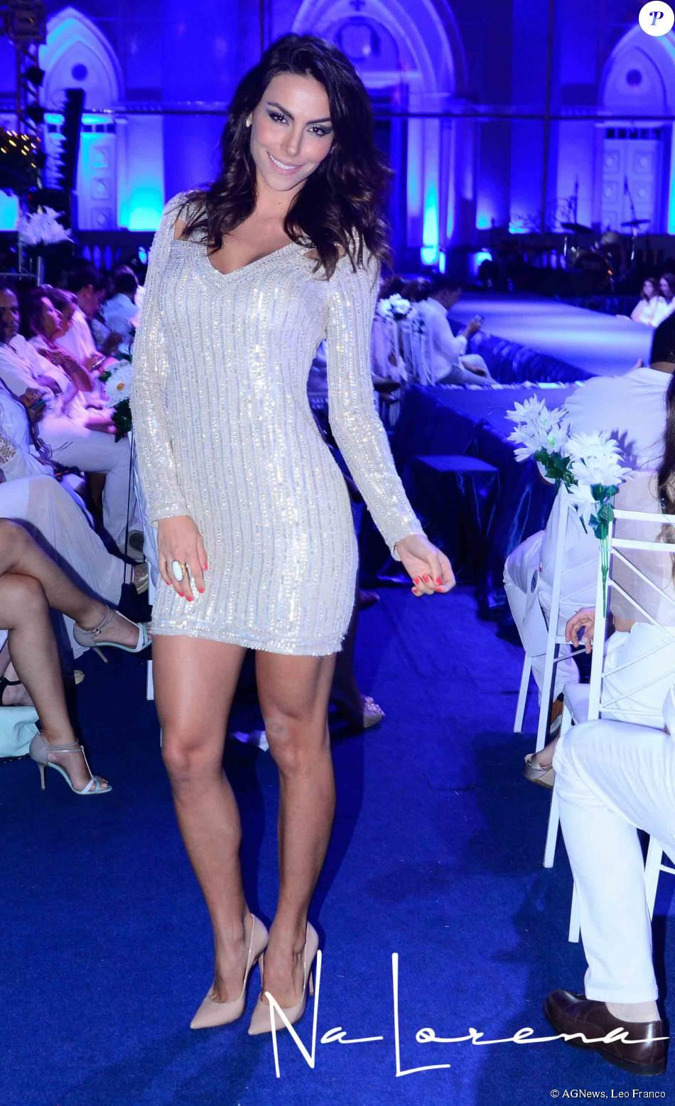 Mel Fronckowiak, namorada de Rodrigo Santoro, usa vestido ... Jennifer Aniston Instagram
