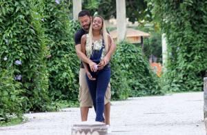 Roberta Rodrigues troca carinhos com namorado em passeio romântico no Rio